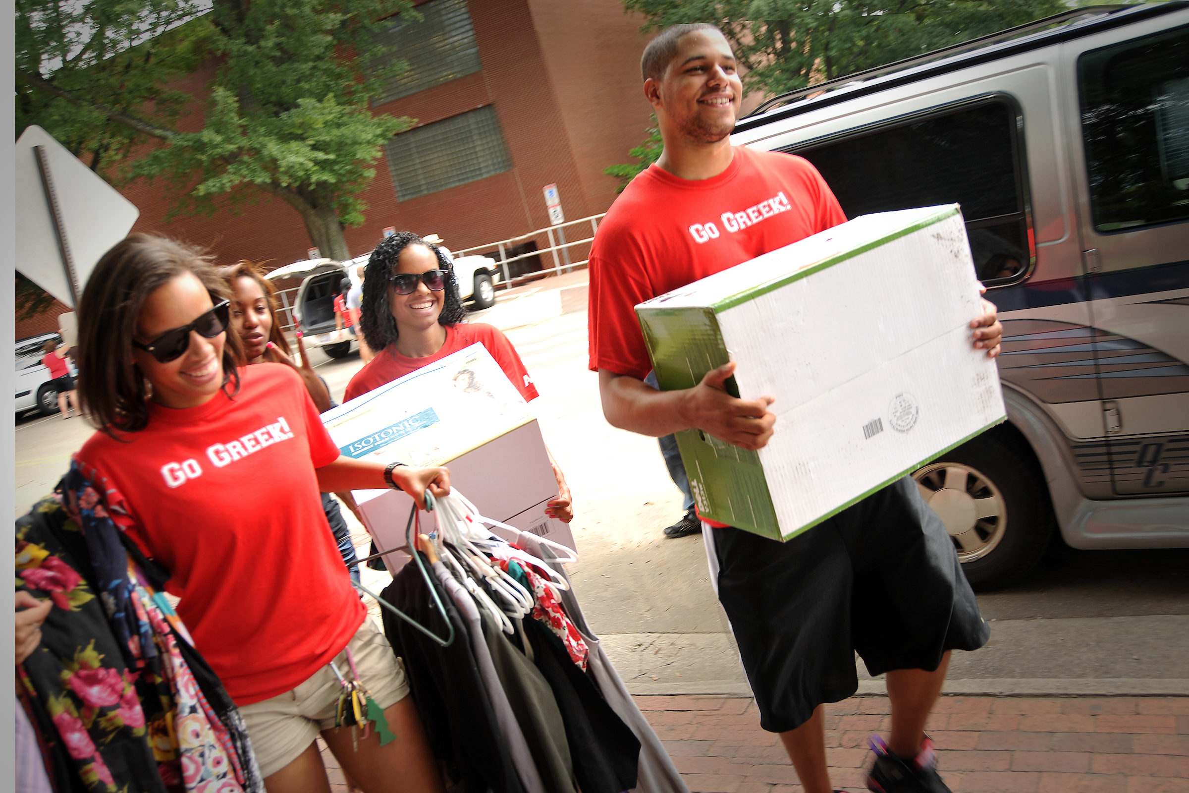 Fraternity and Sorority students help with move in to illstruate service opportunities on campus.
